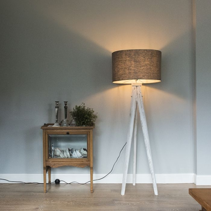 Karos-weiße-Stehlampe-mit-Schirm-55-cm-alt-grau