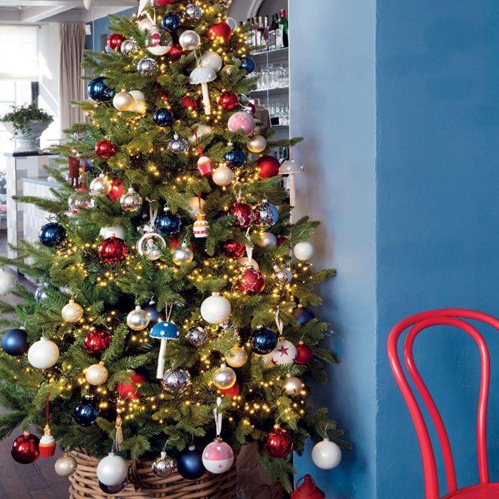 Weihnachtsbaum-hellgrün-warm-weiße-LEDs-2.1-Meter