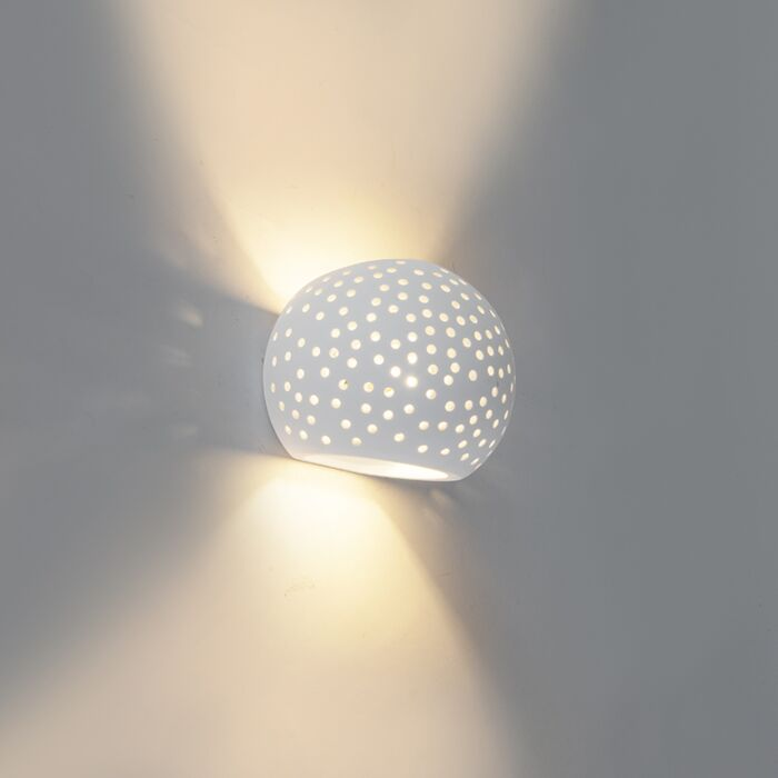 Weißer-Gips-der-kugelförmigen-Wandlampe-der-Weinlese---Unschärfe